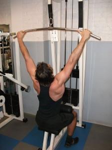 Tirage poulie haute pour la largeur du dos