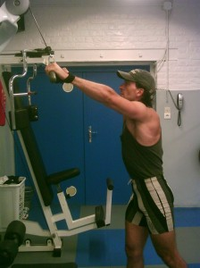 Tirage poulie haute pour l'entraînement du dos