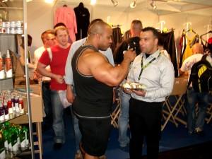 Au-fibo-on-croise-des-stars-du-bodybuilding-dans-tous-les-stands