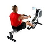entraînement de cardio training avec rameur