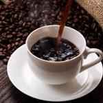 Que vous preniez de la caféine ou non, une tasse de café améliore vos performances sportives